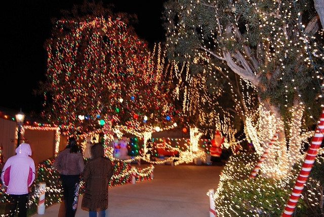 """Don't miss out the Garrison St. & Chatsworth. Off Rosecrans. """"Garrison  Street Lights"""" which will start from December 1 to 31 from dusk-10 pm. - Best Christmas Lights 2016 In San Diego - SanDiegoVIPs"""